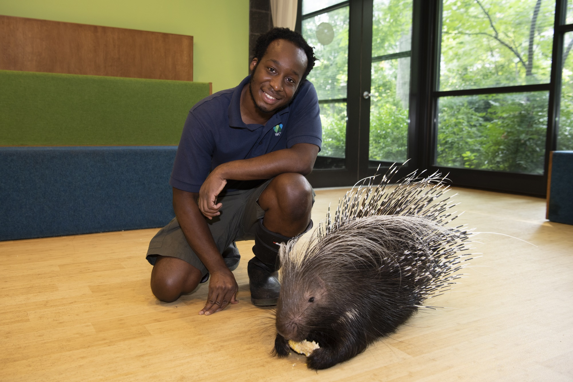 a-wild-animal-keeper-embraces-a-life-of-animal-encounters